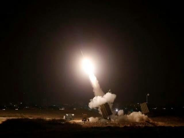 دفاعات التحالف الجوية تعترض صاروخا باليستيا أطلقه الحوثيون بإتجاه مدينة حيس