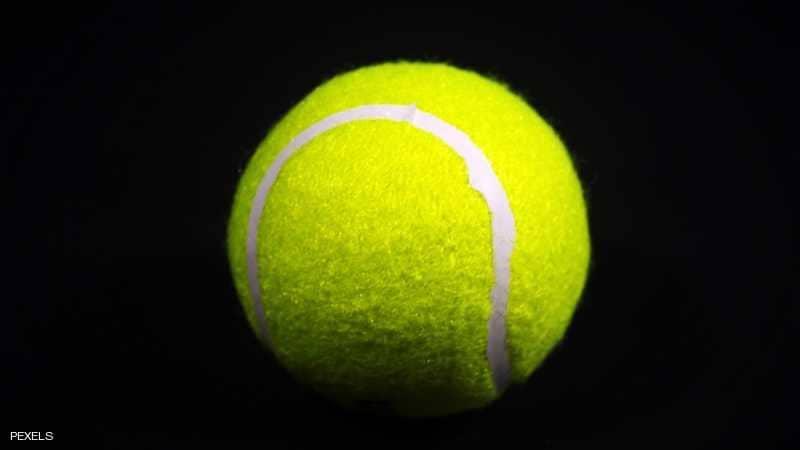 """كرة التنس """"تمنع"""" الشخير"""