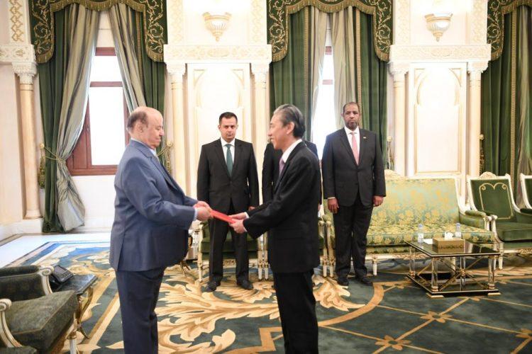 الرئيس هادي يتسلم أوراق اعتماد سفير جمهورية الصين الشعبية لدى اليمن