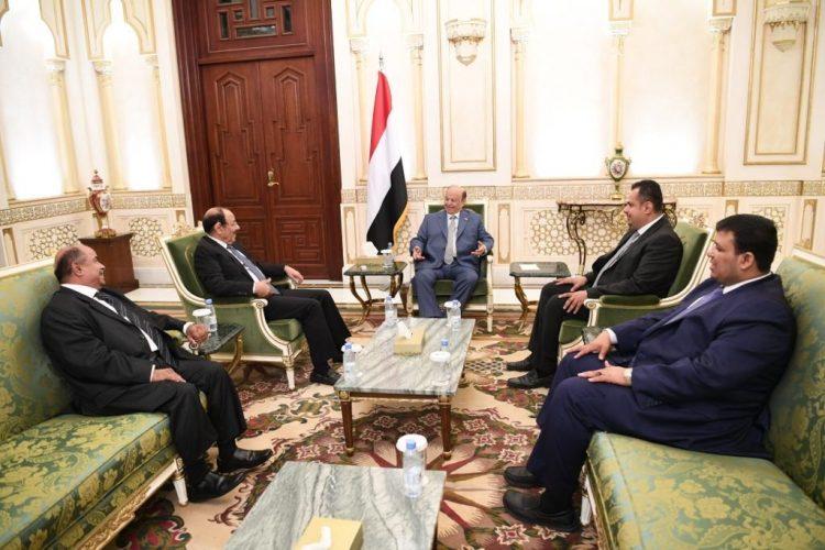 الرئيس هادي يلتقي معين ومحسن.. ويوجه الحكومة بتحقيق هذه الاهداف الخمسة