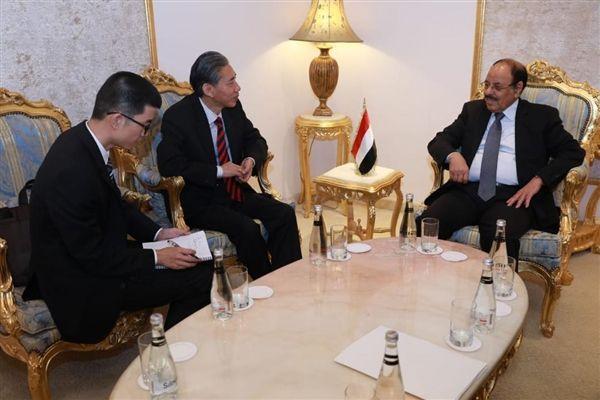 نائب رئيس الجمهورية يستقبل السفير الصيني لدى اليمن ويثمن مواقف الصين الداعمة للشرعية