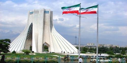 """نائب في في البرلمان الايراني يصف النظام المصرف في بلده بالنظام """"النادر والفاشل"""""""