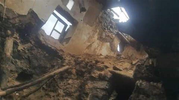 تهدم منزل في حجة جراء الأمطار يودي بحياة امرأة وإبنتها وإصابة بقية أفراد الأسرة