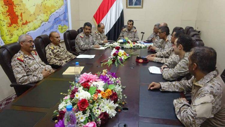 العقيلي يعقد اجتماعاً موسعاً بعدد من رؤساء الهيئات وقادة المناطق العسكرية