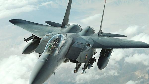 """طيران التحالف يدخل خط المواجهات ويقصف مواقع في عدن """"تفاصيل"""""""