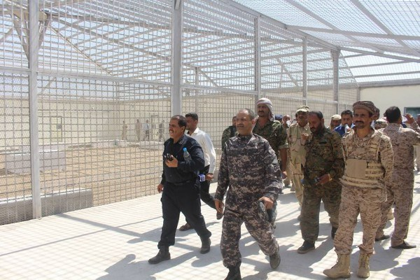عدن.. أحد سجناء بئر احمد يقدم على الانتحار