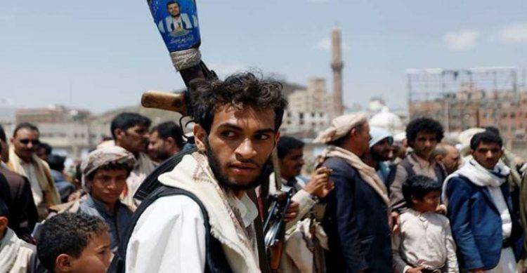 الحديدة .. ميليشيات الحوثي تحرق منزل مواطن في حيس بقذيفة بي 10