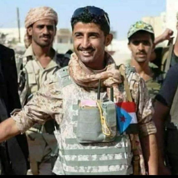 شاهد بالفيديو.. قائد مليشيات النخبة الشبوانية يعلن تمرده على الرئيس هادي وتبعيته للامارات