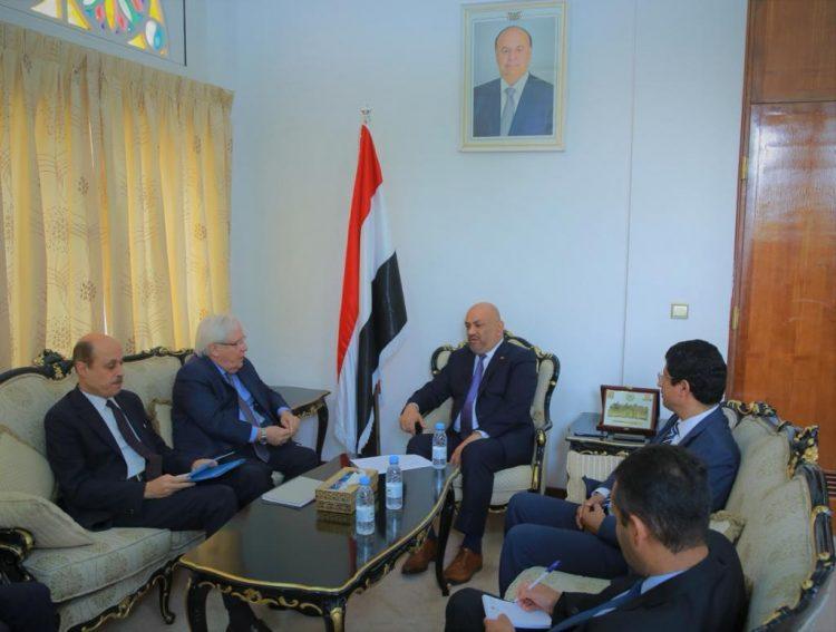 """في لقائه بوزير الخارجية.. """"مارتن غريفث"""" يؤكد استمرار جهوده لحقيق السلام في اليمن"""