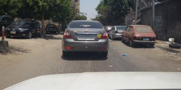 لماذا يشجع الحوثيون في صنعاء انتشار سيارات بلا لوحات مرورية وما علاقتها بالفوضى؟