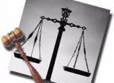 بعد هجوم مسلحين على محكمة المواسط نادي القضاة بتعز يحمل السلطة المحلية مسؤولية توفير الحماية لأعضاء السلطة القضائية