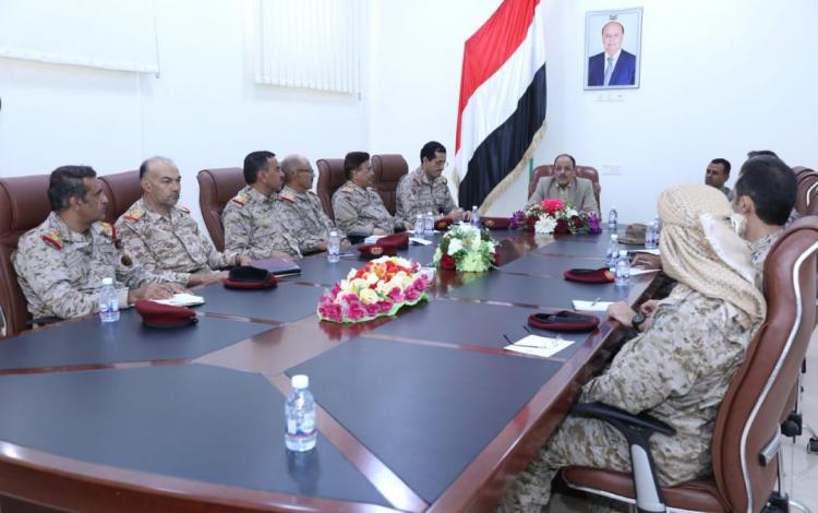 في لقائه مع عدد من القيادات العسكرية نائب الرئيس يؤكد الإنحياز لفرص السلام