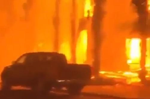 76 قتيلا و 1300 مفقودين في حرائق كاليفورنيا (فيديو)