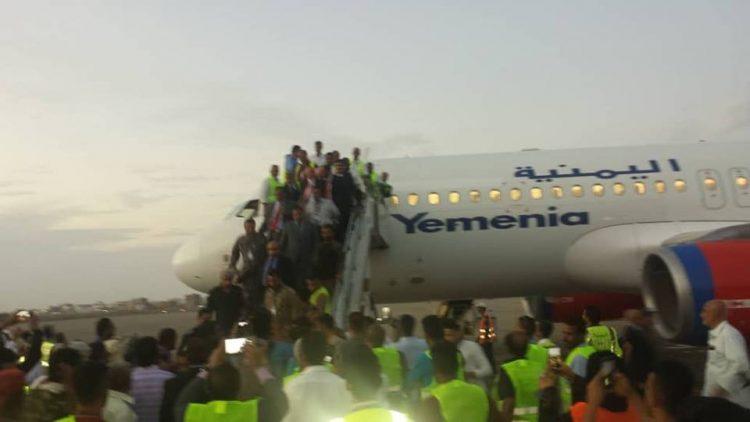 طائرة الخطوط الجوية اليمنية الجديدة تصل عدن