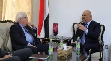 الحكومة اليمنية تعلن موافقتها المشاركة في مشاورات السويد