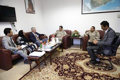 رئيس الأركان يلتقي ملحق الدفاع البريطاني ويبحث معه التعاون العسكري بين البلدين