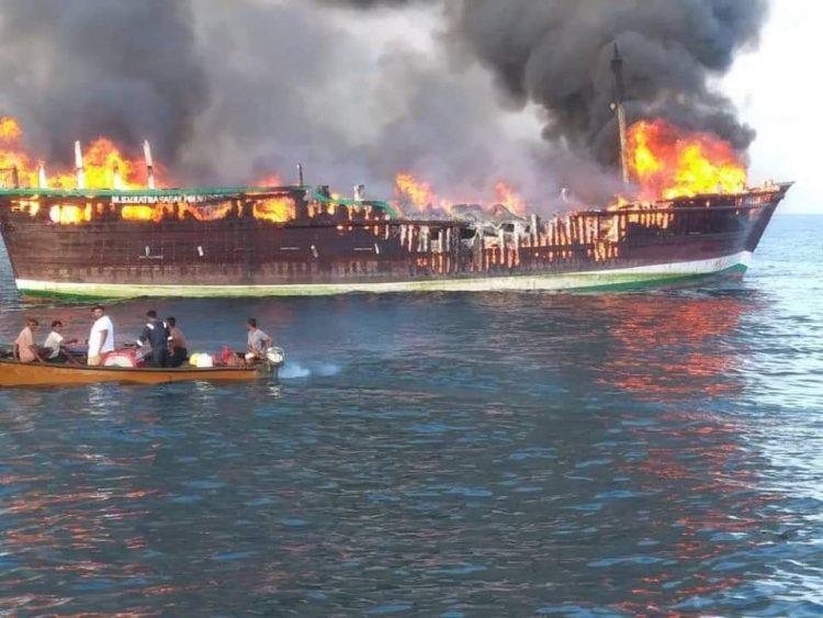 حريق هائل ينشب في سفينة إماراتية قبالة سواحل أرخبيل سقطرى