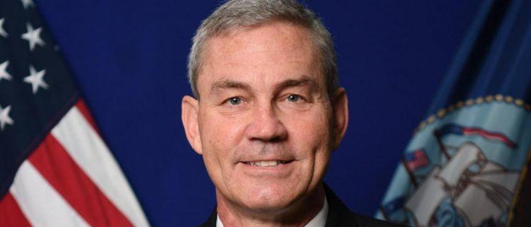 """""""البنتاغون"""" يعلن عن مقتل قائد قوات البحرية الأمريكية بالشرق الأوسط في البحرين"""