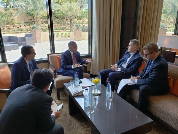 زمام: الحفاظ على استقرار العملة مع السفير الأمريكي لدى اليمن ماثيو تولر