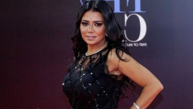 مصر.. محامون يتنازلون عن بلاغاتهم في قضية فستان الفنانة رانيا يوسف (السبب)