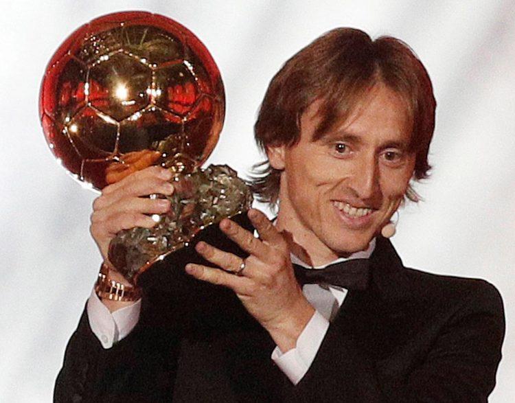 لوكا مودريتش يفوز بجائزة الكرة الذهبية 2018 من فرانس فوتبول، وهذا هو ترتيب المصري محمد صلاح