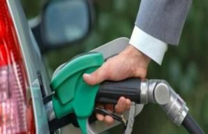 """شركة النفط في ساحل حضرموت تقر خفض سعر البنزين وتحدد سعر اللتر البترول ب """"260"""""""