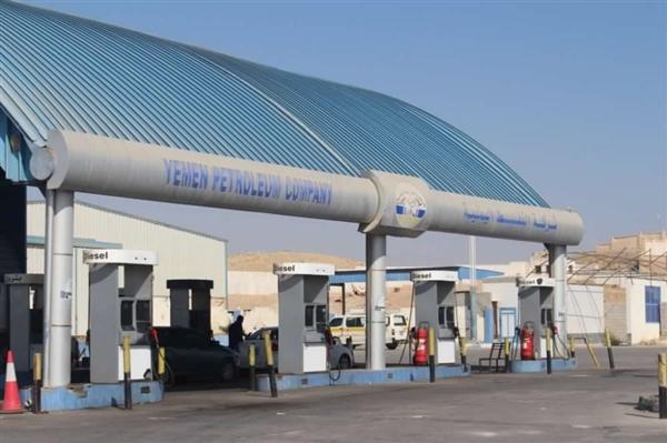 شركة النفط في عدن تقر تخفيض أسعار البنزين إلى 285 ريال للتر الواحد
