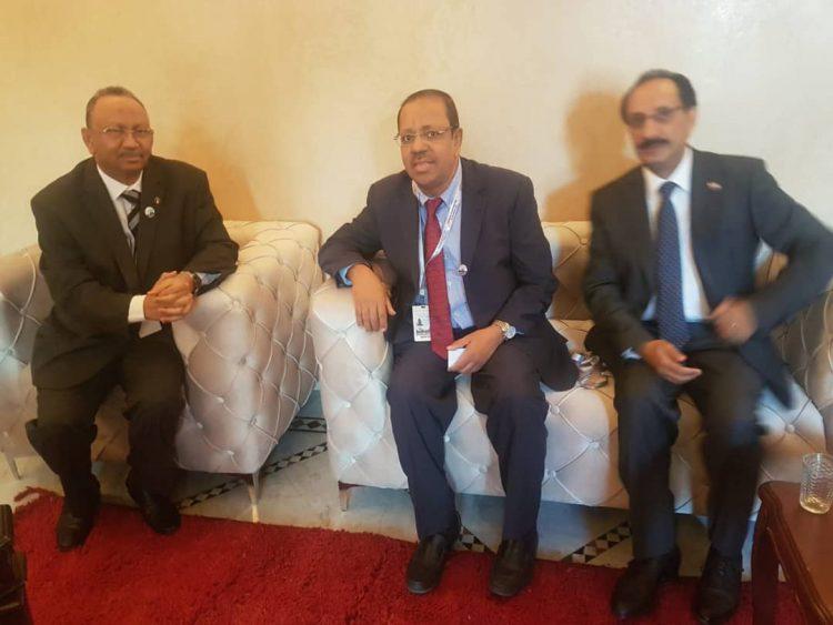 بافقيه يناقش مع نظيره السوداني تعزيز العلاقات اليمنية السودانيه في قضايا الهجرة والمغتربين