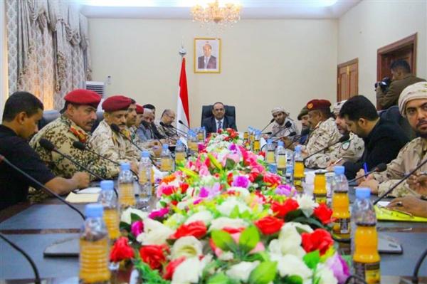 وزارة الداخلية: قرار منع حمل السلاح في عدن سينفذ مطلع فبراير القادم