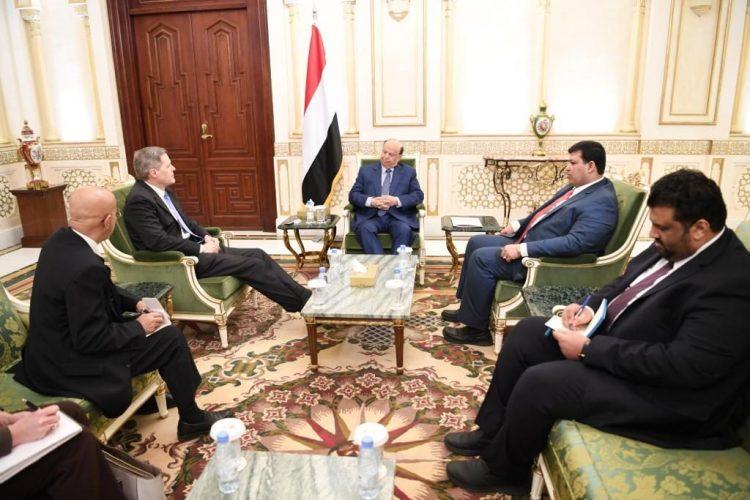 الرئيس هادي يلتقي السفير الأمريكي لدى اليمن