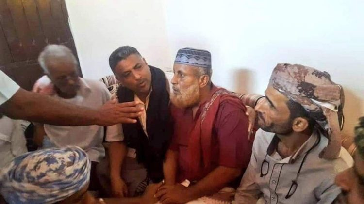 """Old man is being assaulted by pro-UAE leader in Aden """"Abo Al_Yamamah"""""""