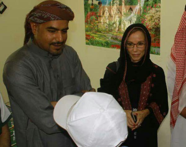 وصفت رسوماتهم بالمؤسفة.. مستشارة امريكية سابقة: رسومات الأطفال ضحايا تجنيد الحوثي تسرد قصصهم