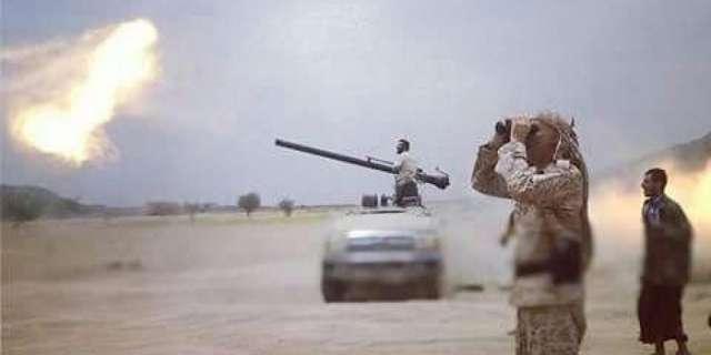 مدفعية الجيش تستهدف مواقع المليشيا في جبهة مقبنة بتعز وتكبدها خسائر فادحة