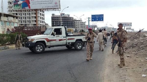 اشتباكات مسلحة بالقرب من مبنى المحافظة في مديرية المعلا بعدن