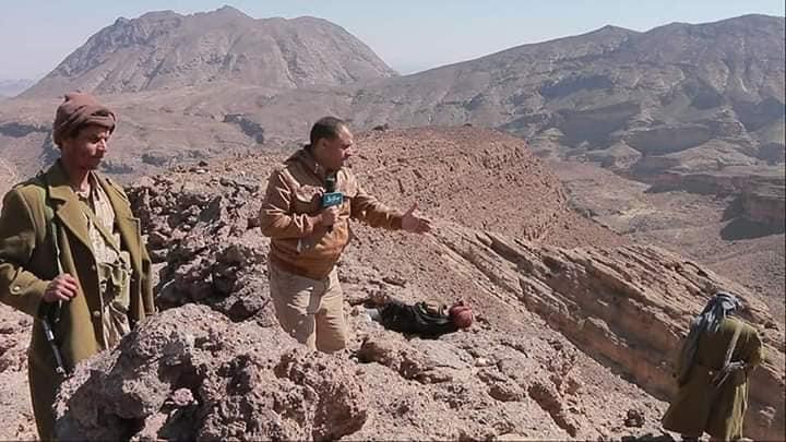 العشرات من جثامين مليشيات الحوثي متناثرة في جبال صرواح وسط تقدم للجيش الوطني