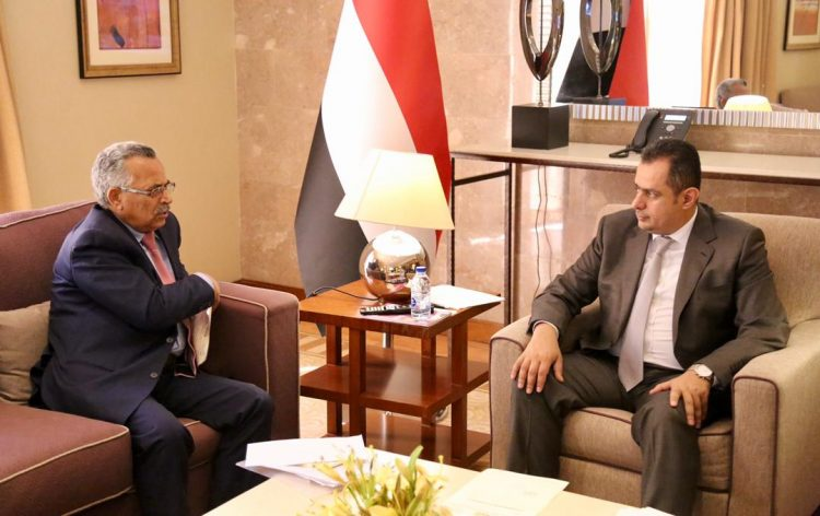 خلال لقائه محافظ المحويت.. رئيس الوزراء يطلع على مستجدات الاوضاع في محافظة المحويت