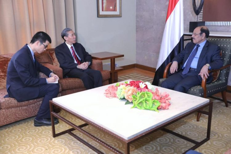 الفريق علي محسن يلتقي السفير الصيني لدى اليمن