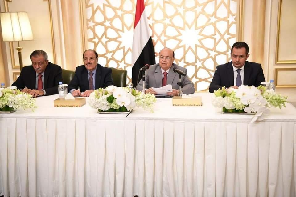 الرئيس هادي يلتقي أعضاء البرلمان ويوجه بصرف مرتبات موظفي الحديدة