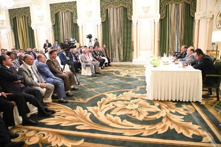 رئيس الجمهورية يوجه بصرف مرتبات الجهاز الإداري للدولة في محافظة الحديدة