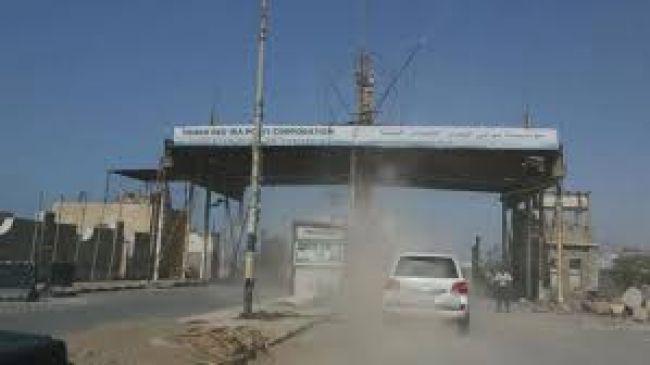 بعد انتهاء الإجتماعات مع اللجنة المشتركة المليشيا تمنع وفد الحكومة من مغادرة الحديدة