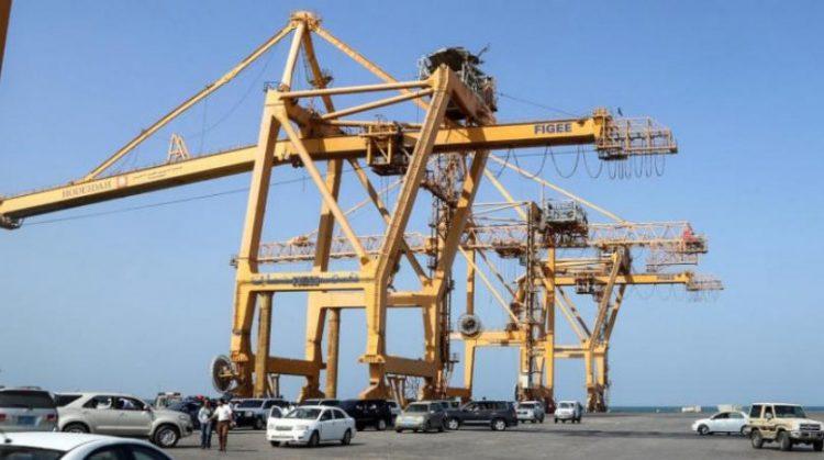 التحالف يعلن إصدار 10 تصاريح لسفن متوجهة إلى الحديدة و4 سفن تنتظر دخول الميناء