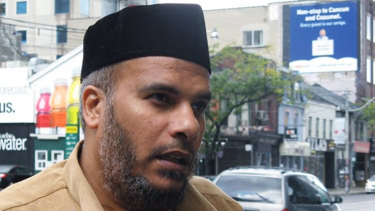 """مواطن مصري يطالب بتعويضات بقيمة 34 مليون دولار من كندا """"تفاصيل"""""""
