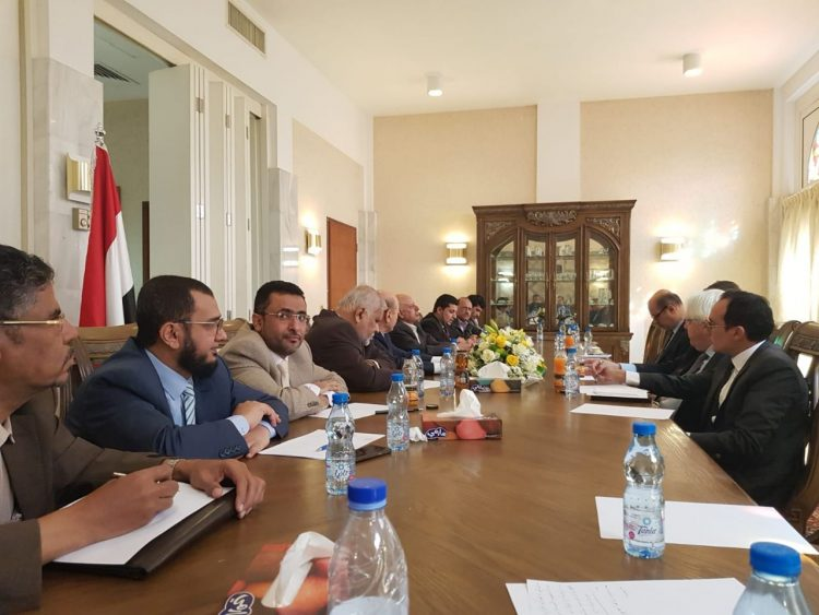 في لقائها مع المبعوث الأممي.. قيادات الأحزاب السياسية: بقاء السلاح مع الحوثيين يشكل تهديدا للسلم والتسوية