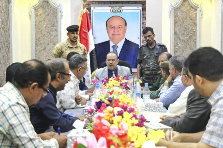 اجتماع برئاسة وزير الداخلية يقر حملة أمنية لإزالة المباني العشوائية في حرم جامعة عدن