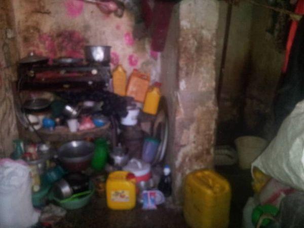 """الفاقة تدفع عشرات الأسر للسكن في """"دكاكين"""" صغيرة بصنعاء"""