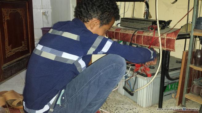 بطاريات الطاقة الشمسية خطراً آخر يهدد حياة اليمنيين