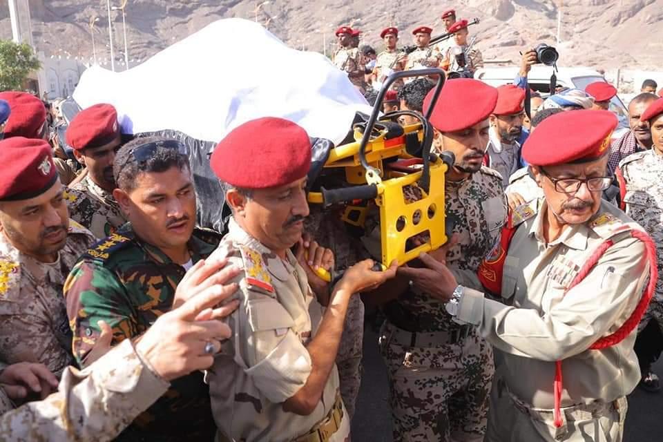 تشييع رسمي وشعبي للواء محمد صالح طماح في عدن (صور)