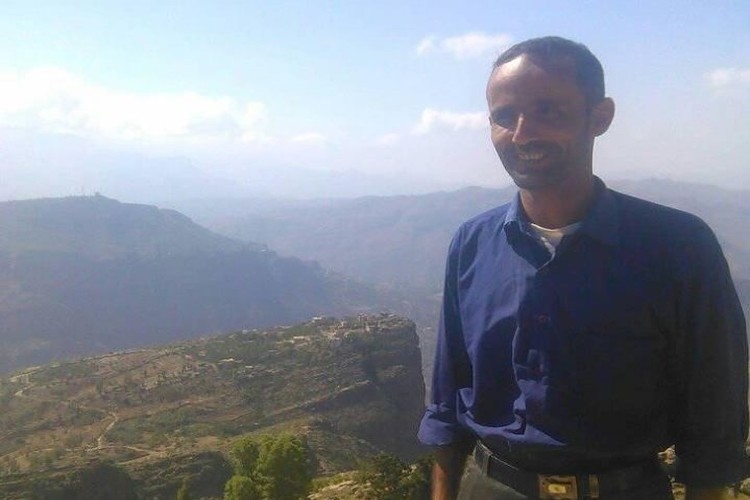 طالب بالاضراب لصرف الراتب.. مليشيا الحوثي تخطف معلم في محافظة المحويت