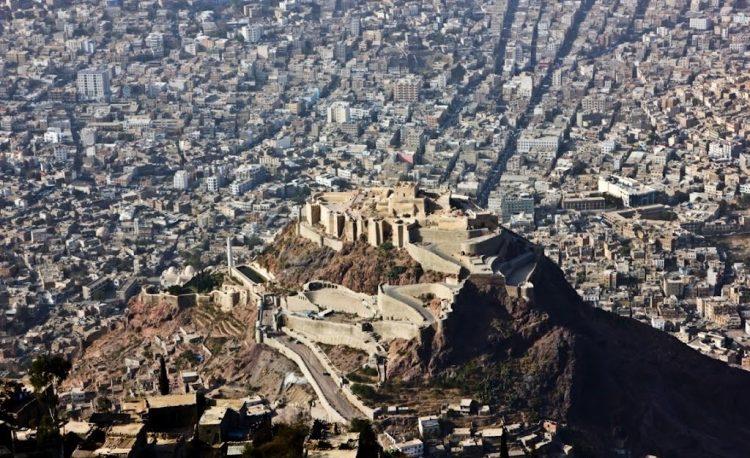 مساع إماراتية لفصل هذه المنطقة عن مدينة تعز