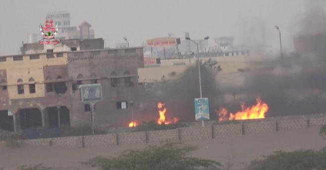 قصف حوثي يؤدي إلى اندلاع حريق في شركة تجارية جنوبي الحديدة